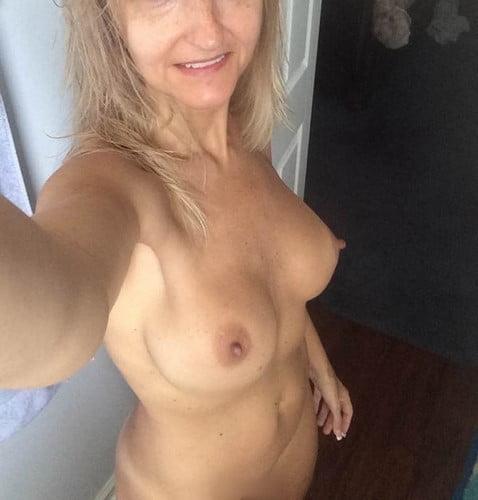 Femme mariée, mature, amatrice de sexe avec JH discret