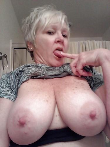 Femme 50 ans pulpeuse et cochonne dans le 78