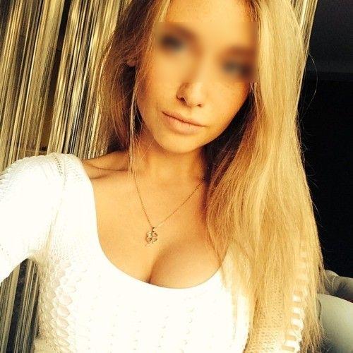 Jolie blonde du 75 a envie de se taper un black