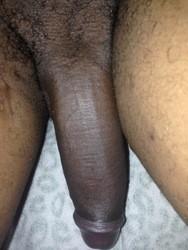 Black qui adore le sexe un cougar pour s'amuser