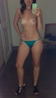 Jeune femme à Fontainebleau recherche rencontre sexe