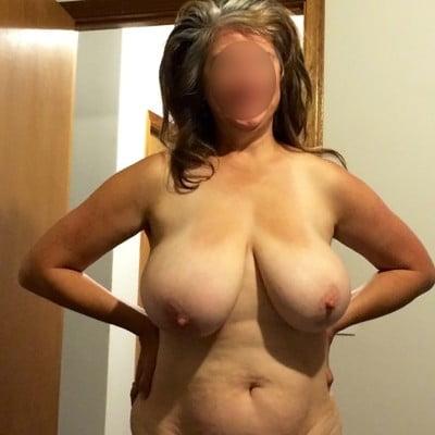 Maman lourde poitrine pour plan cul avec jh dominant dans le 78