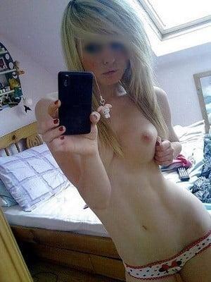 Plan sexe avec une blonde cool et mignonne de Paris