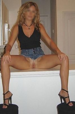 Secrétaire très sexy pour rencontre coquine à Moissy-Cramayel