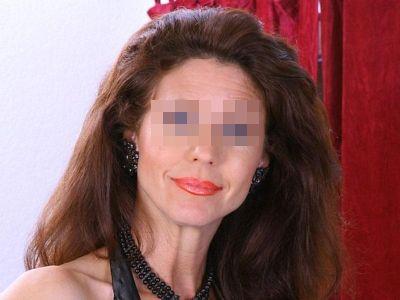 Cette femme cougar a besoin d'être calmée ^^ (dept 94)