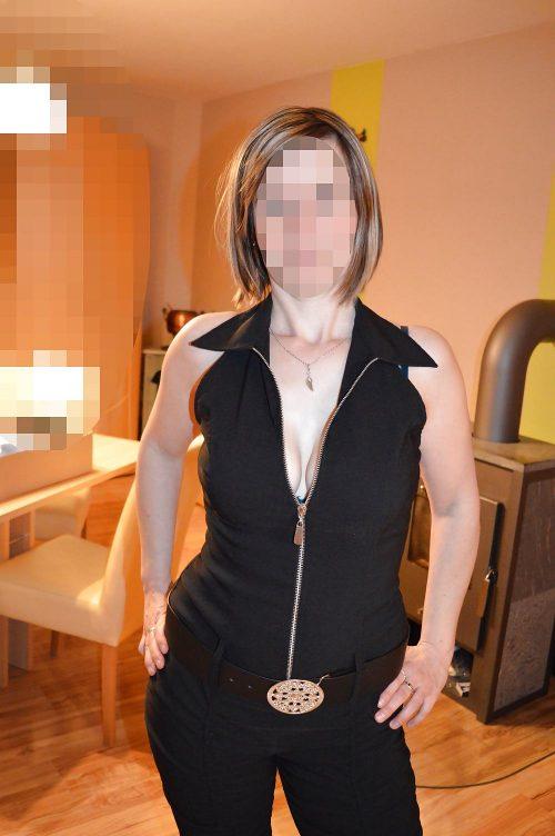 Femme cougar BCBG sélective sur Paris