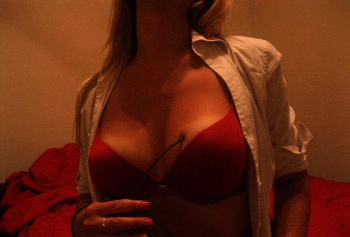 une assistante marketing femme mature pour un plan sexe gratuit